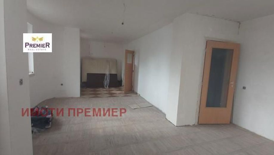 тристаен апартамент варна q7sey4l9