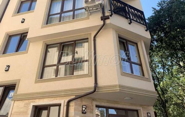 тристаен апартамент варна q8b24u3n