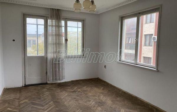 тристаен апартамент варна qa2el5yd