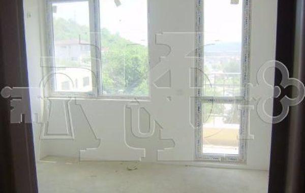тристаен апартамент варна qed5rmdb