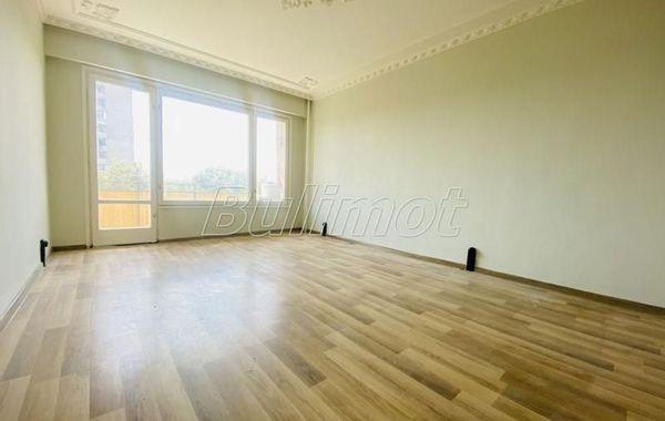 тристаен апартамент варна sm1fq4a3