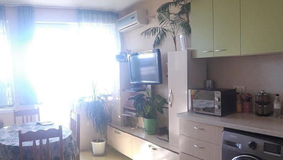 тристаен апартамент варна symxj3f7