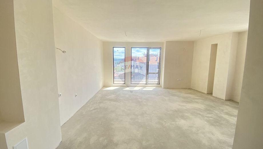 тристаен апартамент варна u74umexw