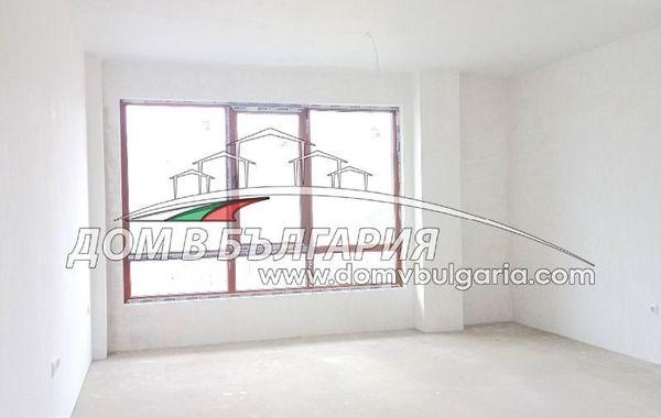 тристаен апартамент варна uvf6ab2l
