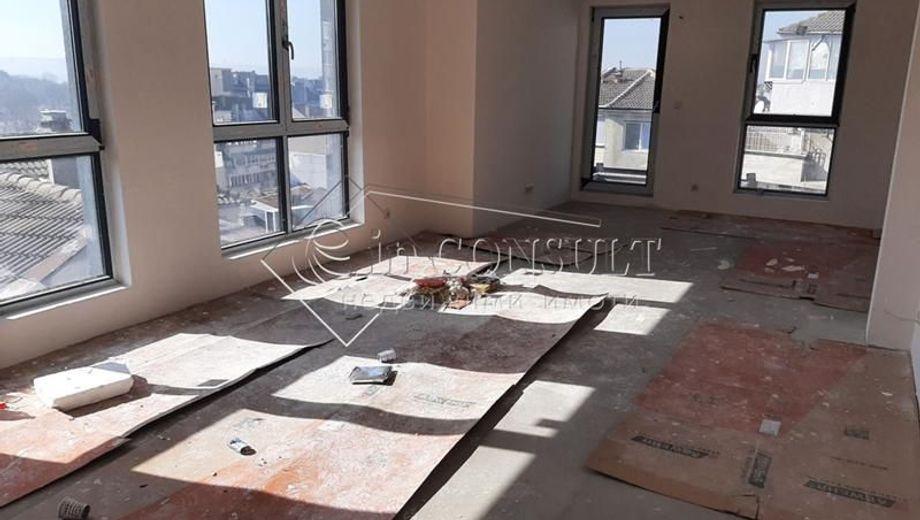 тристаен апартамент варна v2mgtawx