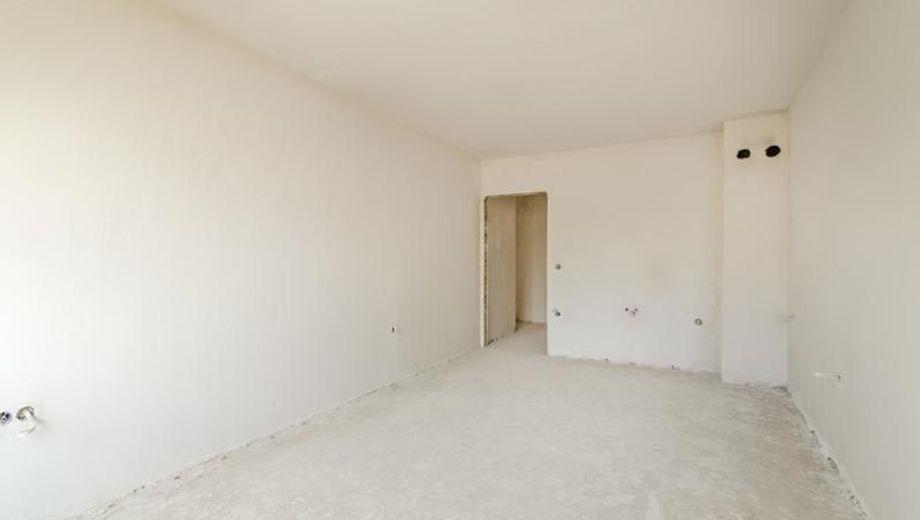 тристаен апартамент варна v7pk4nvq
