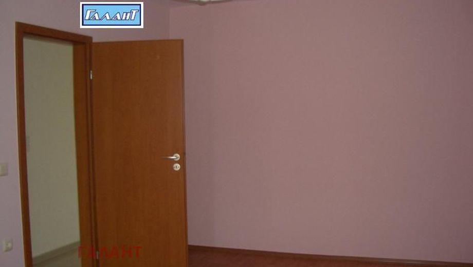 тристаен апартамент варна whpt84qv