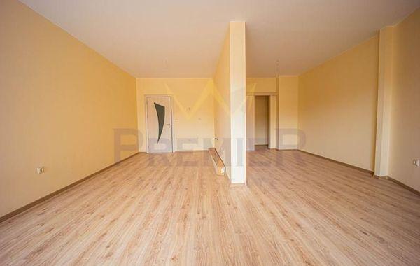 тристаен апартамент варна x5n2et3y