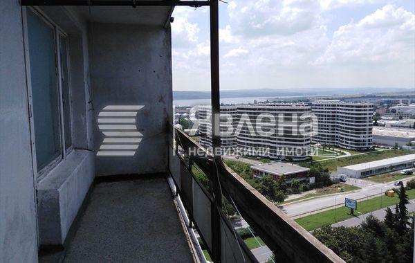 тристаен апартамент варна xdgat3yq