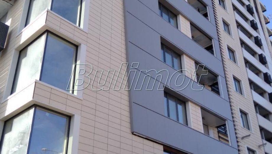 тристаен апартамент варна xklavf85