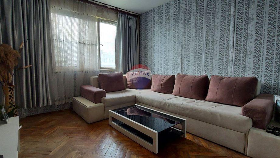 тристаен апартамент варна xv9v1njr