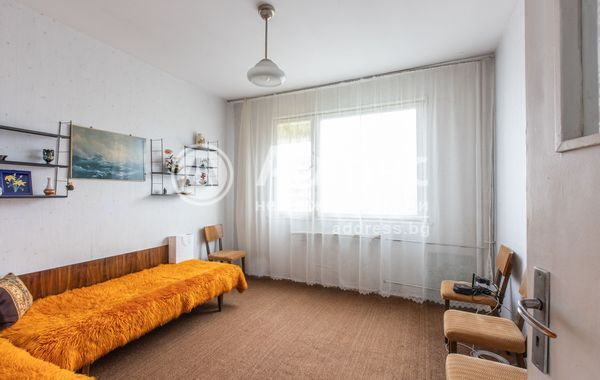 тристаен апартамент варна y49dkvnx