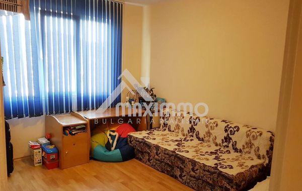 тристаен апартамент варна y6wk79dx