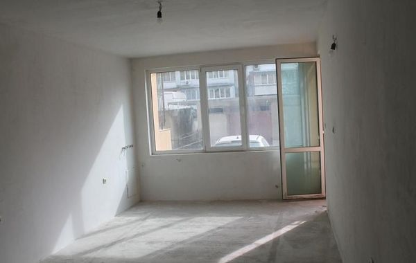 тристаен апартамент велико търново 9c3v5erv