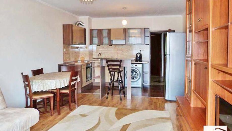тристаен апартамент велико търново c8n9mnp8