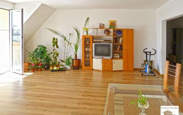 тристаен апартамент велико търново q39v5u5d