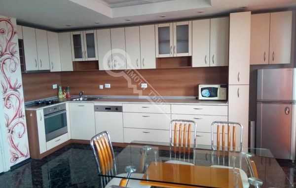 тристаен апартамент велико търново y4jlms7x