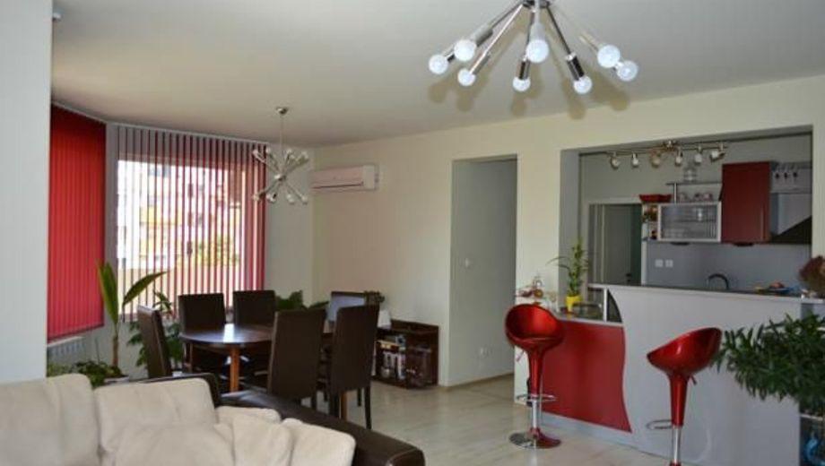 тристаен апартамент габрово seta6jkh