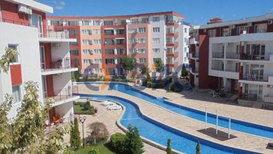 тристаен апартамент елените d58t1q43