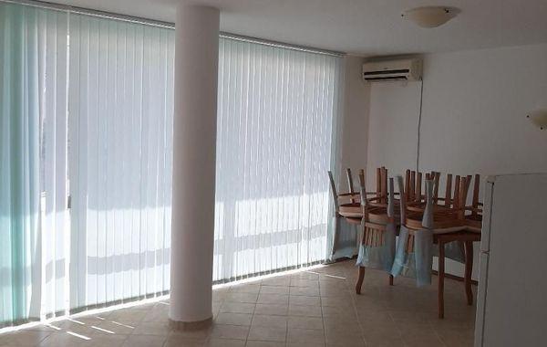 тристаен апартамент каварна 8j1xmwgq