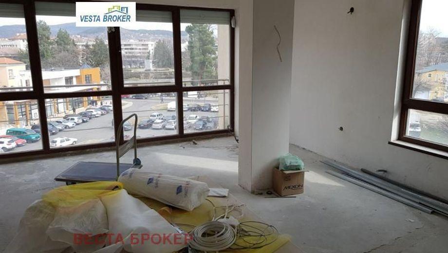 тристаен апартамент кърджали q6bggve4