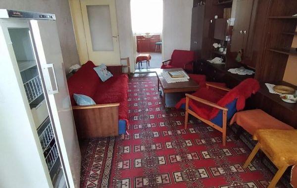 тристаен апартамент лясковец enshvs56