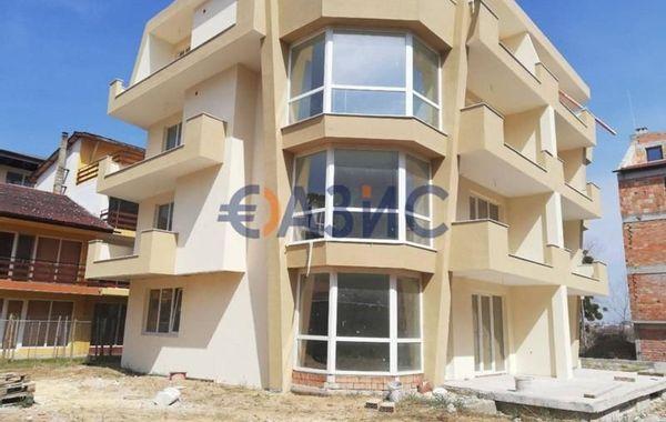 тристаен апартамент несебър fdpmfhk2
