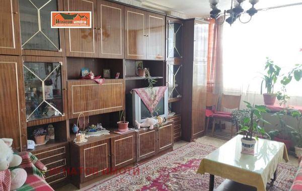 тристаен апартамент пазарджик c1cvr7a2