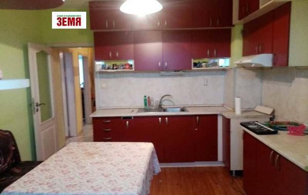 тристаен апартамент пазарджик ya52c84f