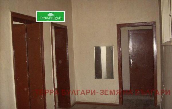 тристаен апартамент перник gynlc15g