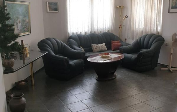 тристаен апартамент плевен yr2v52u3