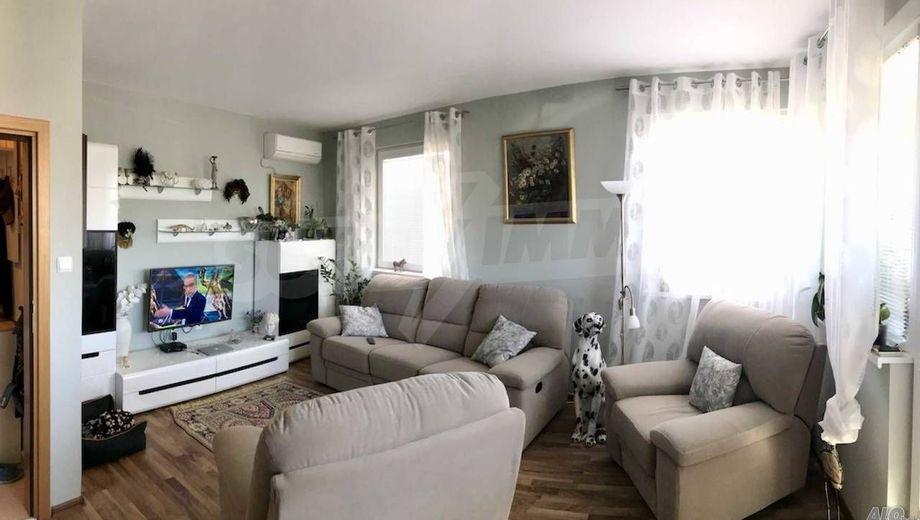 тристаен апартамент поморие q9dujft2