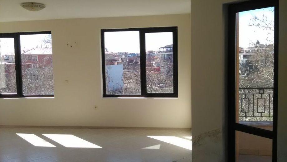 тристаен апартамент равда ln6th1uv
