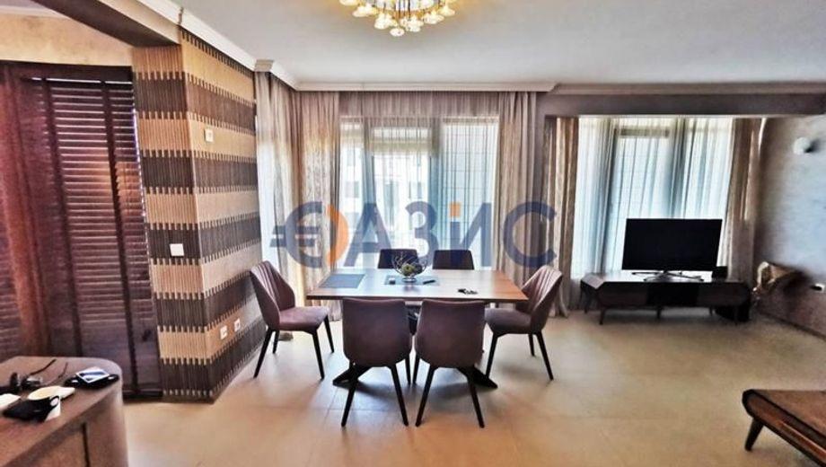 тристаен апартамент свети влас q7lu73nc