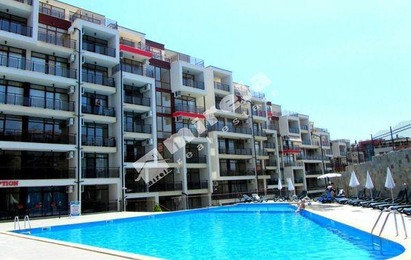 тристаен апартамент свети влас uq47y444