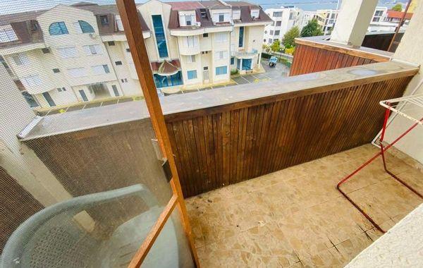тристаен апартамент свети влас vv18q7bn