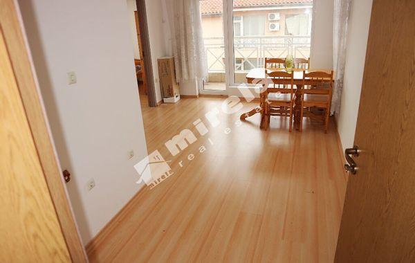 тристаен апартамент слънчев бряг t44egtu4