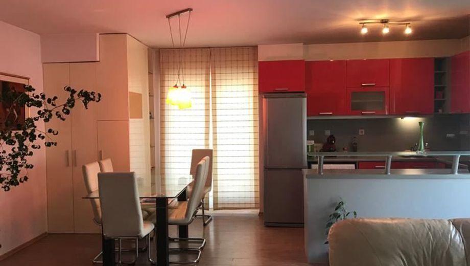 тристаен апартамент софия 2umxq4dw