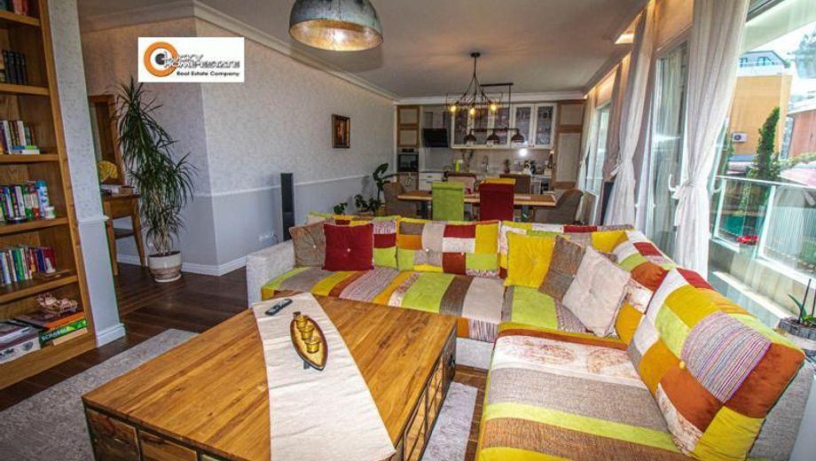 тристаен апартамент софия c7hm97uv