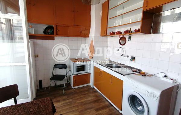 тристаен апартамент софия d8x8r7hx