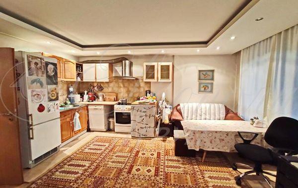 тристаен апартамент софия h8y74qh9