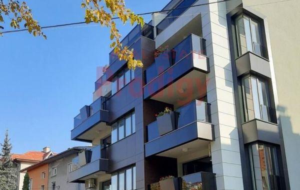 тристаен апартамент софия hp8q133q