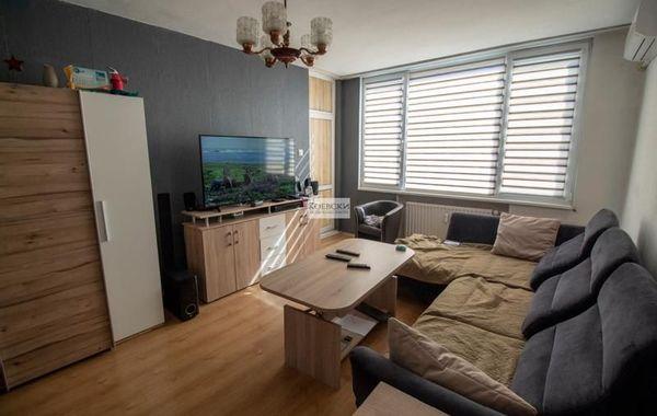 тристаен апартамент софия hpyv7he4