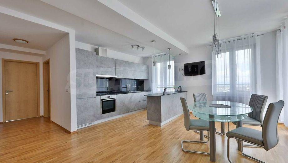 тристаен апартамент софия qb9hqlpe