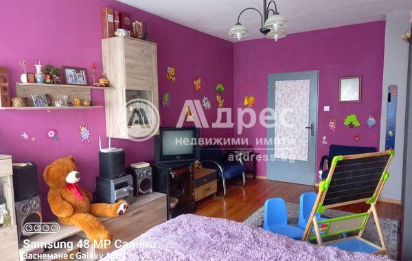 тристаен апартамент софия r4dlxu4u