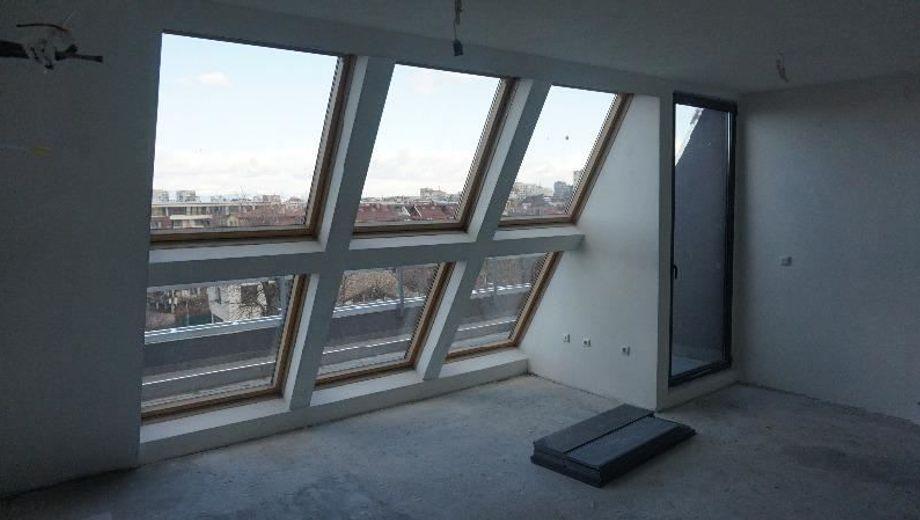 тристаен апартамент софия srb82lwu