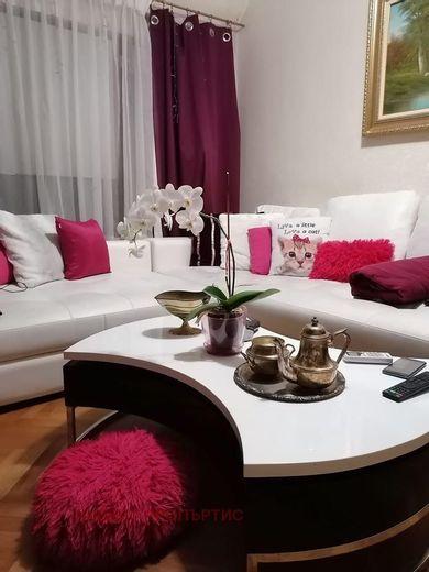 тристаен апартамент софия tmt5sj1q