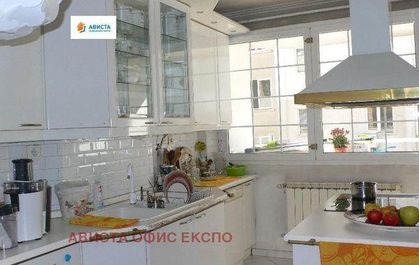 тристаен апартамент софия uhd51jvm