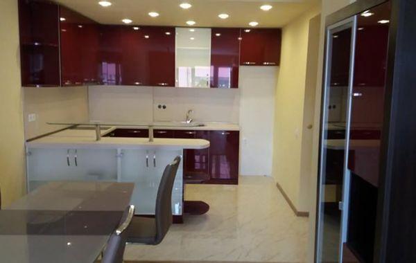 тристаен апартамент софия urxn78mb