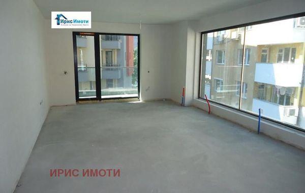 тристаен апартамент софия uvvxmae7